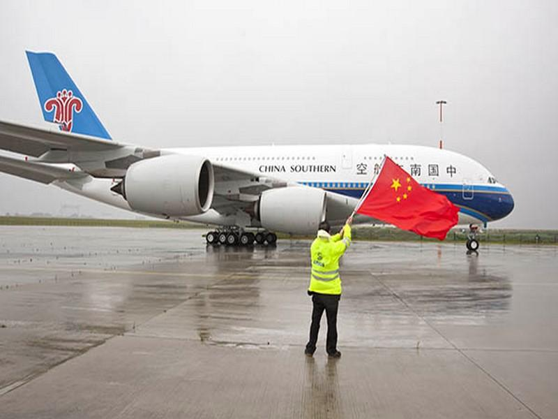 L'Airbus A380 de China Southern se pose à Paris